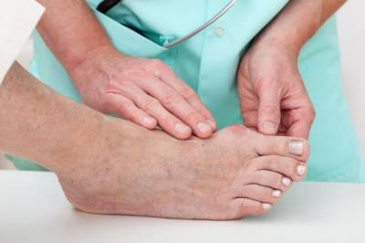 b2ap3_thumbnail_22245507_M_Diabetes_Bunion_Doctor_Patient_Feet.jpg